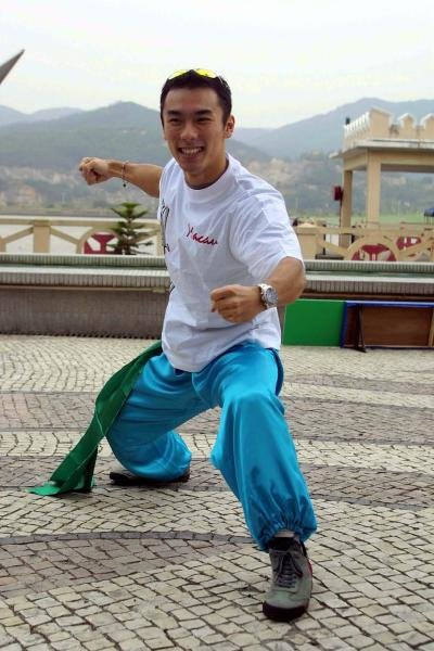Takuma Sato (JPN) tries martial arts in Macau. 48th Formula Three Macau Grand Prix 14 - 18 November 2001, Guia Circuit, Macau. DIGITAL IMAGE