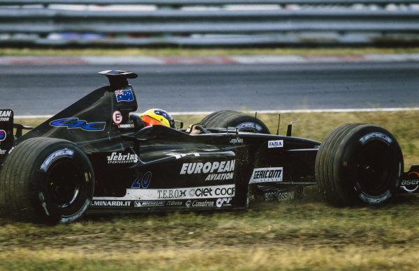 Tarso Marques, Minardi PS01B European, runs wide.