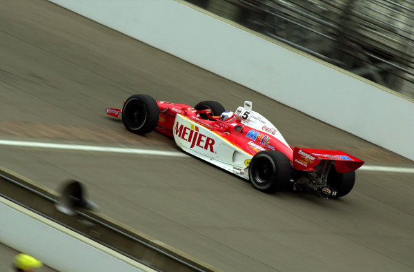 Robby McGehee speeds across the yard of bricks at the start/finish line.84th. Indianapolis 500, Indy Racing Northern Light Series, Indianapolis Motor Speedway, Speedway Indiana,USA 28 May,2000 -F Peirce Williams 2000 LAT PHOTOGRAPHIC