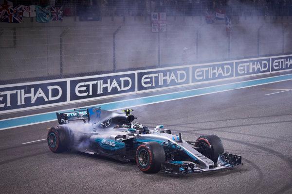 Yas Marina Circuit, Abu Dhabi, United Arab Emirates. Sunday 26 November 2017. Valtteri Bottas, Mercedes F1 W08 EQ Power+, 1st Position, performs celebratory doughnuts at the end of the race. World Copyright: Steve Etherington/LAT Images  ref: Digital Image SNE21111