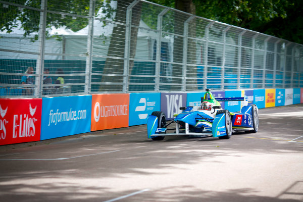 2014/2015 FIA Formula E Championship. London e-Prix, Battersea Park, London, UK. Sunday 28 June 2015. Jarno Trulli (ITA)/Trulli Racing - Spark-Renault SRT_01E  World Copyright: Adam Warner/LAT Photographic/Formula E. ref: Digital Image _L5R1053