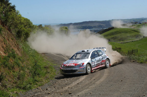 2002 World Rally Championship.Propecia Rally of New Zealand, Auckland, October 3rd-6th.Richard Burns on stage 3.Photo: Ralph Hardwick/LAT