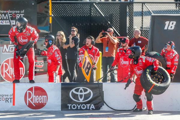 #18: Ryan Preece, Joe Gibbs Racing, Toyota Camry Rheem-Smurfit Kappa pit stop