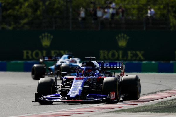 Daniil Kvyat, Toro Rosso STR14, leadsGeorge Russell, Williams Racing FW42