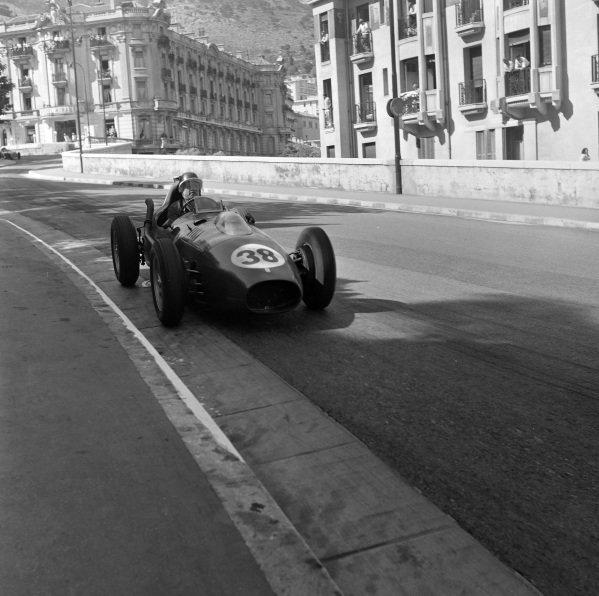 Mike Hawthorn, Ferrari 246.