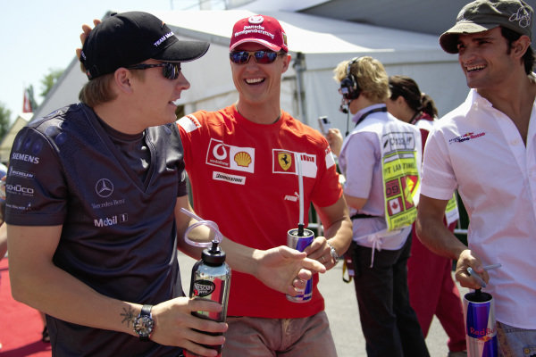 Michael Schumacher joking with Kimi Raikkonen and Vitantonio Liuzzi before the drivers' parade.
