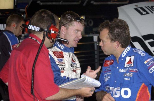 2002 NASCAR,Darlington Raceway,Aug 30-Sept 1 20022002 NASCAR, Darlington,SC. USA -Jeff Burton with crew during practice,Copyright-Robt LeSieur2002LAT Photographic