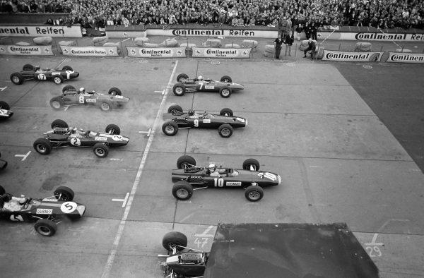 Jackie Stewart, BRM P261, leads Graham Hill, BRM P261 and John Surtees, Ferrari 1512 at the start.