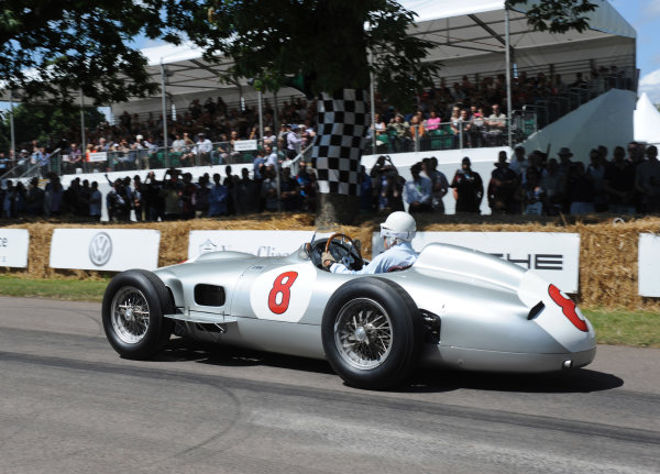 2014 Goodwood Festival of Speed Goodwood Estate, West Sussex, England 26th - 29th June 2014 Sir Stirling Moss, Mercedes W196.  World Copyright: Jeff Bloxham/LAT Photographic ref: Digital Image DSC_6870