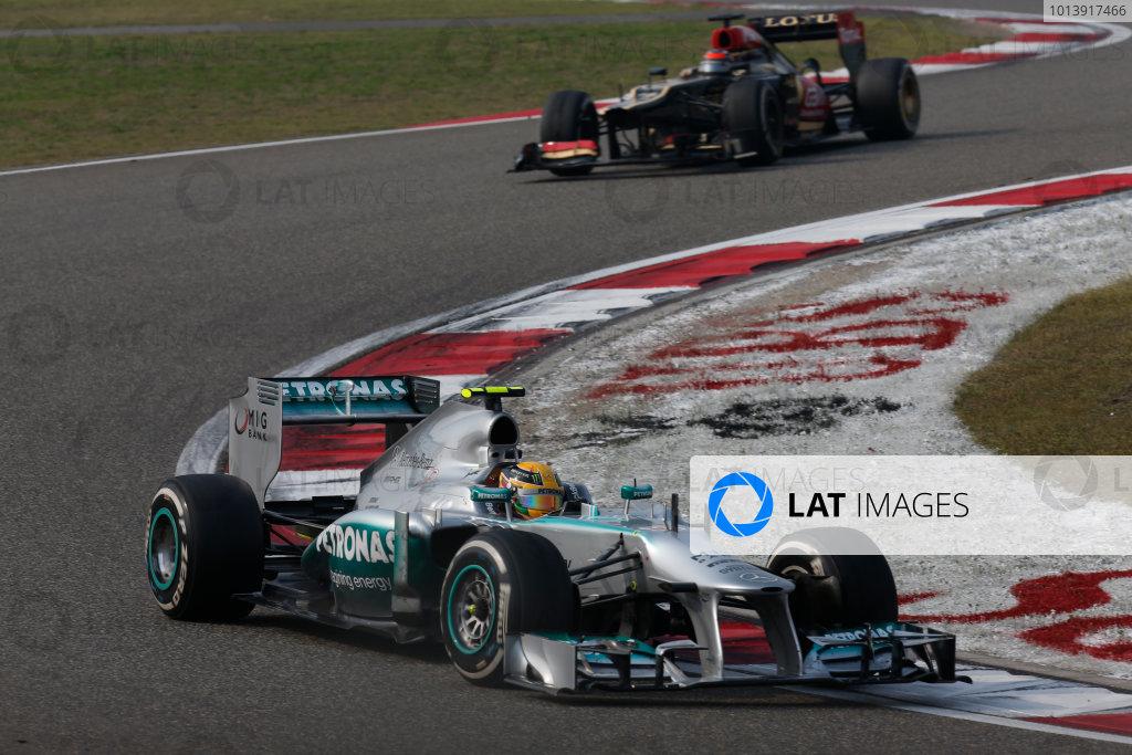 Shanghai International Circuit, Shanghai, China Sunday 14th April 2013 Lewis Hamilton, Mercedes W04, leads Kimi Raikkonen, Lotus E21 Renault.  World Copyright: Alastair Staley/LAT Photographic ref: Digital Image _R6T1827