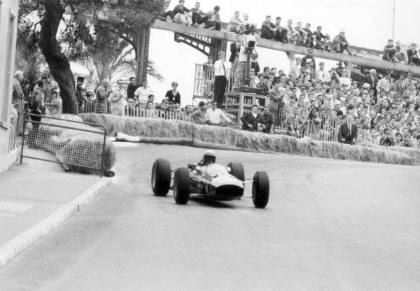 1965 Monaco Grand Prix.Monte Carlo, Monaco. 28-30 May 1965.Lorenzo Bandini, Ferrari 1512, 2nd position, action.World Copyright - LAT PhotographicRef: B/W Print