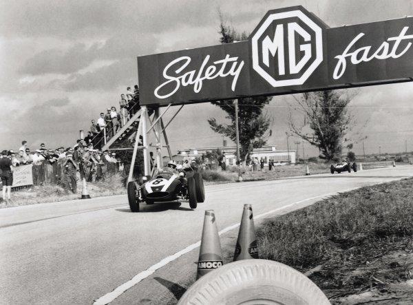 1959 United States Grand Prix.Sebring, United States. 12 December 1959.Jack Brabham, Cooper T51-Climax, 4th position, leads Bruce McLaren, Cooper T45-Climax, 1st position, action.World Copyright: LAT PhotographicRef: 5546