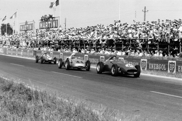 Reims, France. 5 July 1959.Cliff Allison, Ferrari Dino 156, leads Jo Bonnier, Porsche 718, and Harry Schell, Cooper T51-Climax, action.World Copyright: LAT PhotographicRef: Autosport b&w print. Published: Autosport, 17/7/1959 p73