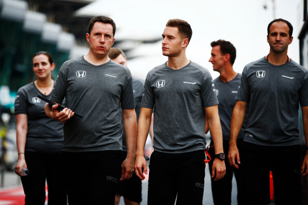 Sepang International Circuit, Sepang, Malaysia. Thursday 28 September 2017. Stoffel Vandoorne, McLaren, conducts a track walk with colleagues. World Copyright: Andy Hone/LAT Images  ref: Digital Image _ONY1129