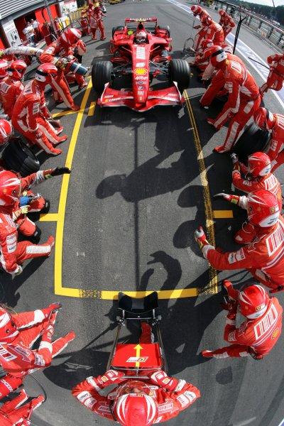 2007 Belgian Grand Prix - Sunday RaceSpa Francorchamps, Spa, Belgium.16th September 2007.Kimi Raikkonen, Ferrari F2007, 1st position, makes a pit stop. Action. Pit Stops. World Copyright: Steven Tee/LAT Photographicref: Digital Image YY2Z0489