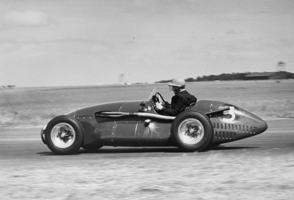 1952 British Grand Prix.Silverstone, Great Britain. 19 July 1952.Eric Thompson (Connaught A-type-Lea-Francis), 5th position. Ref-C32975.World Copyright - LAT Photographic