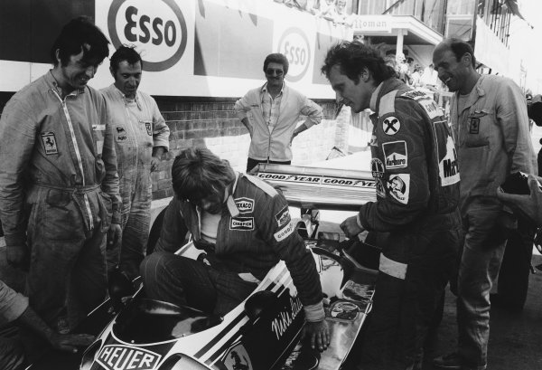 Zolder, Belgium. 14th - 16th May 1976. James Hunt tries out Niki Lauda's Ferrari 312T2 for size, action.  World Copyright: LAT Photographic. Ref: L76 - 741 - 12.