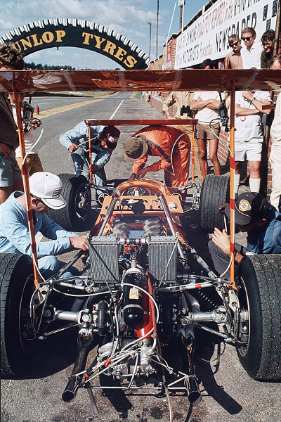 Kyalami, South Africa.27/2-1/3 1969.McLaren M7A Ford with high wings.Ref-35mm 69 SA 94.World Copyright - LAT Photographic