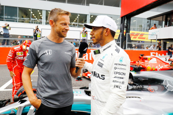 Suzuka Circuit, Japan. Saturday 07 October 2017. Lewis Hamilton, Mercedes F1 W08 EQ Power+, talks with Jenson Button on the grid after taking Pole Position. World Copyright: Steven Tee/LAT Images  ref: Digital Image _O3I8641