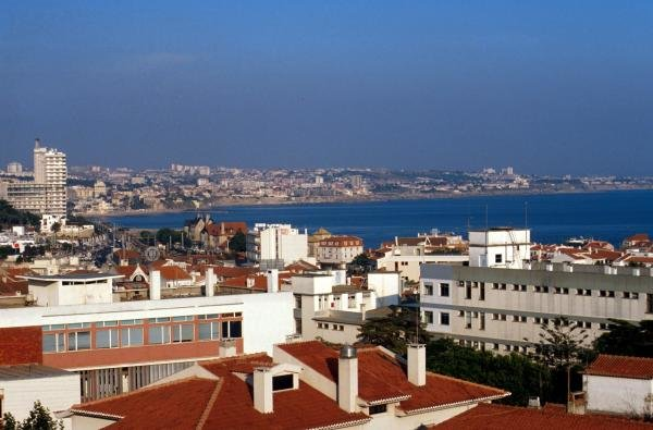 A nice view of the Portugese coastline Portugese GP- Estoril, Portugal, 23 September 1990