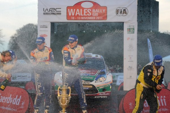 Champagne shower for the top 3 crews on the podium in Cardiff Castle.