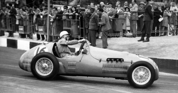 Ospedaletti, San Remo, Italy. 22nd April 1951. Stirling Moss (HWM 51-Alta), 5th position, action. World Copyright: LAT Photographic. Ref: Autocar Used Pic 4th May 1951 Pg 534.