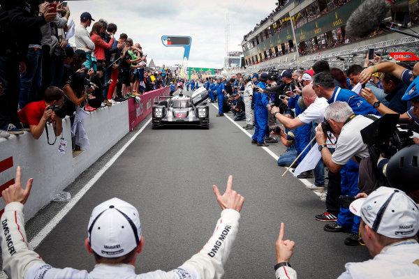 2016 Le Mans 24 Hours. Circuit de la Sarthe, Le Mans, France. Porsche Team / Porsche 919 Hybrid - Romain Dumas (FRA), Neel Jani (CHE), Marc Lieb (DEU).  Sunday 19 June 2016 Photo: Adam Warner / LAT ref: Digital Image _L5R7799