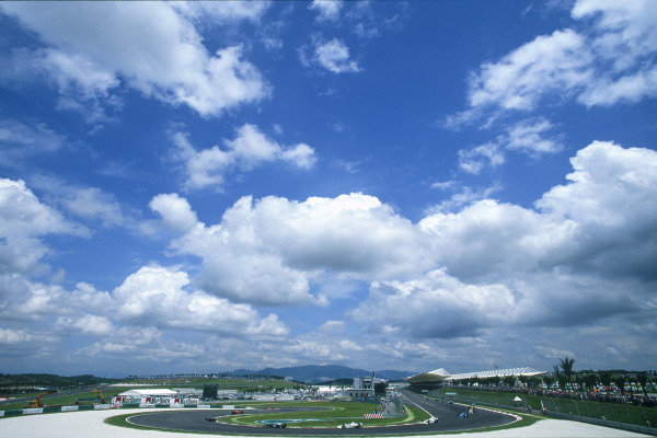 Sepang, Kuala Lumpur, Malaysia. 15-17 October 1999. View from the first corner. Atmosphere. Ref: 99MAL60. World Copyright - LAT Photographic