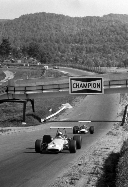 1968 Canadian Grand Prix.St Jovite, Canada. 22 September 1968.Bruce McLaren, McLaren M7A-Ford, 2nd position, leads Pedro Rodriguez, BRM P133, 3rd position, action.World Copyright: LAT PhotographicRef: Motor b&w print