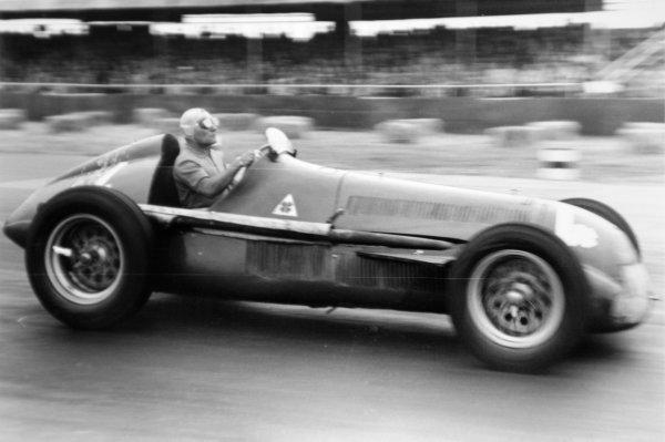 1951 British Grand Prix.Silverstone, Great Britain. 14 July 1951.Felice Bonetto (Alfa Romeo 159), 4th position. Ref-51/37 #37.World Copyright - LAT Photographic