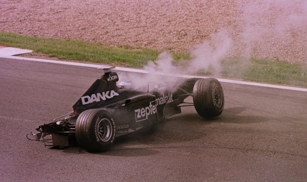 1998 Belgian Grand Prix.Spa-Francorchamps, Belgium. 28-30 August 1998.Mika Salo (Arrows A19) after crashing in practice.World Copyright - LAT Photographic