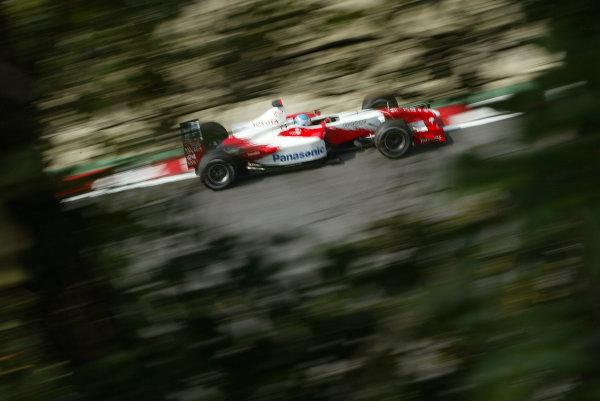 2002 Japanese Grand Prix.Suzuka, Japan. 11-13 October 2002.Mika Salo (Toyota TF102) 8th position.World Copyright - LAT Photographic/Steve Etheringtonref: Digital File Only