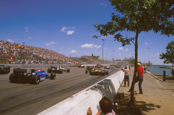 Detroit, Michigan, USA.22-24 June 1984.Nigel Mansell glanced poleman Nelson Piquet's (Brabham BT53 BMW) quite heavily, causing him to crash at the start. Here Marc Surer (Arrows A6 Ford) runs out of room and ends up alongside Piquet. The race was immediately red flagged.Ref-84 USA 04.World Copyright - LAT Photographic