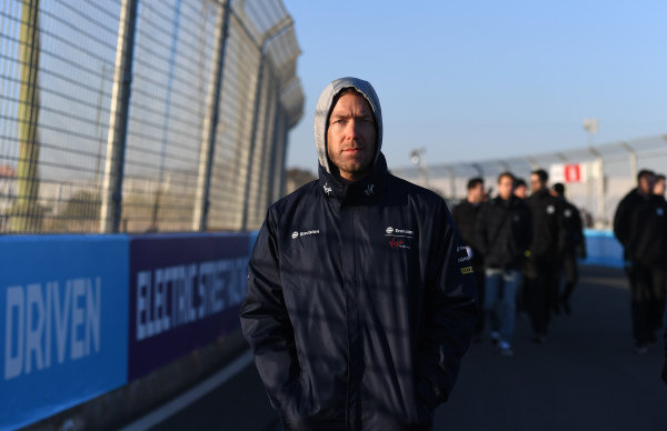 Sam Bird (GBR), Envision Virgin Racing, walks the track