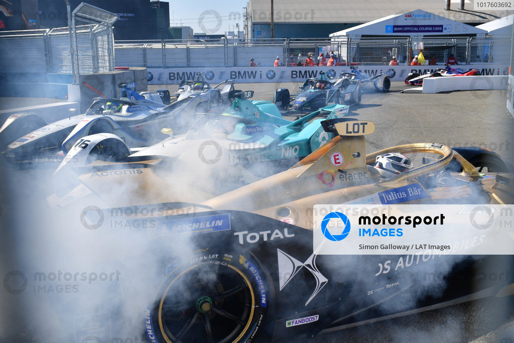 Andre Lotterer (DEU), DS TECHEETAH, DS E-Tense FE19, spins as Oliver Turvey (GBR), NIO Formula E, NIO Sport 004 and Edoardo Mortara (CHE) Venturi Formula E, Venturi VFE05 passes