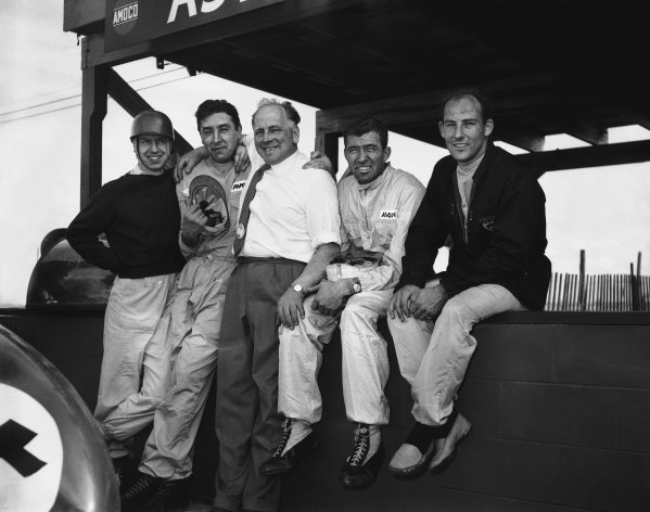 Sebring, Florida, USA. 22nd March 1958. L to R: Tony Brooks with Roy Salvadori, Carroll Shelby and Stirling Moss sitting on the pit wall, portrait.World Copyright: LAT Photographic.Ref:  Autocar Glass Plate C51239