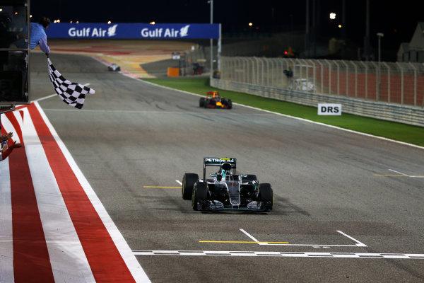 Bahrain International Circuit, Sakhir, Bahrain. Sunday 03 April 2016. Nico Rosberg, Mercedes F1 W07 Hybrid takes the chequered flag to win the race.  World Copyright: Glenn Dunbar/LAT Photographic ref: Digital Image _89P0182