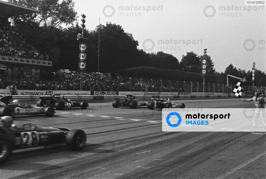 1971 Italian Grand Prix. Monza, Italy. 5th September 1971. Peter Gethin (BRM P160), Ronnie Peterson (March 711-Ford Cosworth), Francois Cevert (Tyrrell 002-Ford), Mike Hailwood (Surtees TS9-Ford) and Howden Ganley (BRM P160) cross the line with Gethin just finishing in 1st position, action. World Copyright - LAT Photographic Ref - 4022 - 22A.
