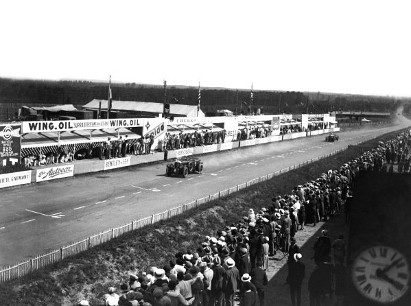 """Le Mans, France. 21st - 22nd June 1930.Henry Birkin/Jean Chassagne (Bentley C """"Blower""""), retired, action. World Copyright - LAT Photographic.Ref: Autocar Glass Plate B4190."""