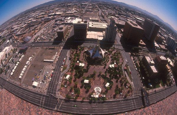 1991 United States Grand Prix.Phoenix, Arizona, U.S A.8-10 March 1991.An aerial view of Phoenix's street circuitRef-91 USA 14.World Copyright - LAT Photographic