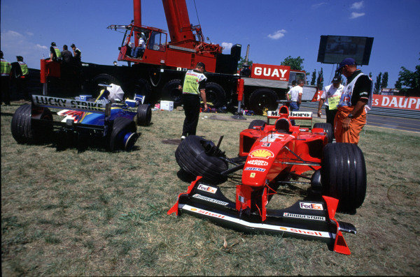 1999 Canadian Grand Prix.Montreal, Quebec, Canada.11-13 June 1999.The stranded cars of Michael Schumacher and Jacques Villeneuve.Ref-99 CAN 09.World Copyright - LAT Photographic