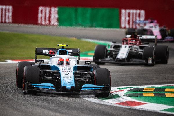 Robert Kubica, Williams FW42, leadsKimi Raikkonen, Alfa Romeo Racing C38, and Sergio Perez, Racing Point RP19