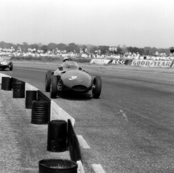 1958 British Grand Prix.Silverstone, England.17-19 July 1958.Stuart Lewis-Evans (Vanwall) 4th position.Ref-2237.World Copyright - LAT Photographic