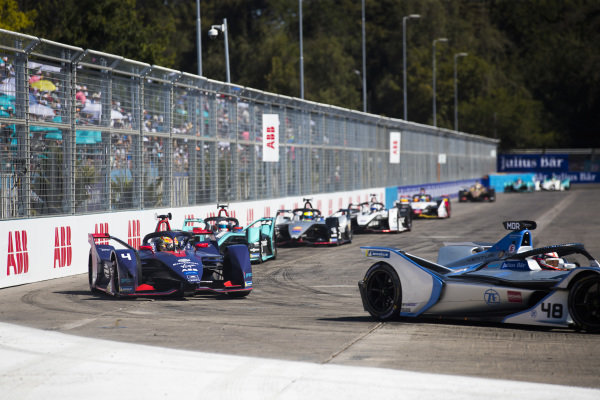 Edoardo Mortara (CHE) Venturi Formula E, Venturi VFE05 leads Robin Frijns (NLD), Envision Virgin Racing, Audi e-tron FE05 and Mitch Evans (NZL), Panasonic Jaguar Racing, Jaguar I-Type 3