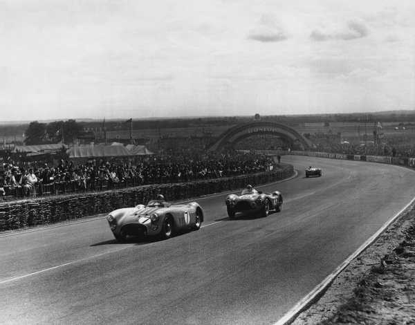 Le Mans, France. 13th - 14th June 1953 Pierre Levegh/Charles Pozzi (Talbot Lago T26GS), 8th position, leads Reg Parnell/Peter Collins (Aston Martin DB3S), retired, action. World Copyright: LAT Photographic Ref: Autocar Used Pic 19th June 1953 Pg 834.