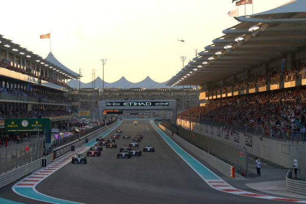 Yas Marina Circuit, Abu Dhabi, United Arab Emirates. Sunday 29 November 2015. Nico Rosberg, Mercedes F1 W06 Hybrid, leads Lewis Hamilton, Mercedes F1 W06 Hybrid, Kimi Raikkonen, Ferrari SF-15T, Sergio Perez, Force India VJM08 Mercedes, Nico Hulkenberg, Force India VJM08 Mercedes, and the rest of the field in to the first corner. World Copyright: Will Taylor-Medhurst/LAT Photographic ref: Digital Image 267A9924