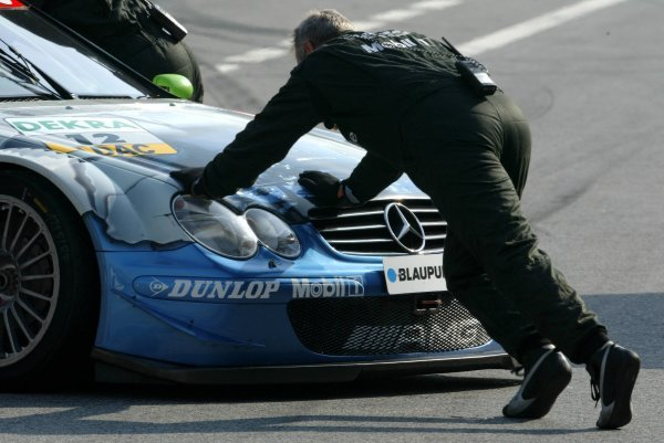 Mechanics push the car of Bernd Mayländer (GER), Original-Teile AMG-Mercedes, Mercedes-Benz CLK-DTM, back into the pits. DTM Championship, Rd 8, A1-Ring, Austria. 07 September 2003. DIGITAL IMAGE