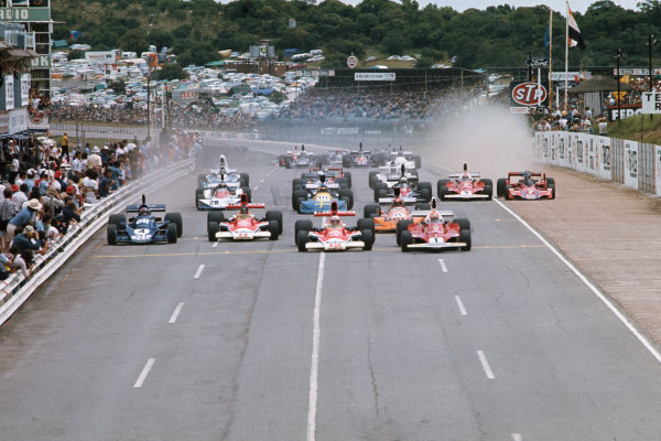 Kyalami, South Africa. 4-6 March 1976. Niki Lauda, Ferrari 312T, leads Jochen Mass and James Hunt, both McLaren M23 Ford, Patrick Depailler, Tyrrell 007 Ford, Vittorio Brambilla, March 761 Ford, and the rest of the field at the start. Ref: 76SA12. World Copyright - LAT Photographic