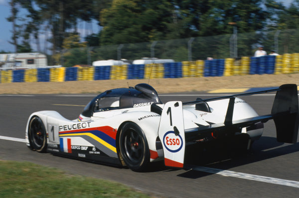 1993 Le Mans 24 Hours. Le Mans, France. 19th - 20th June 1993. Thierry Boutsen/Yannick Dalmas/Teo Fabi (Peugeot 905 Evo 1), 2nd position, action. World Copyright: LAT Photographic. Ref:  93LM26