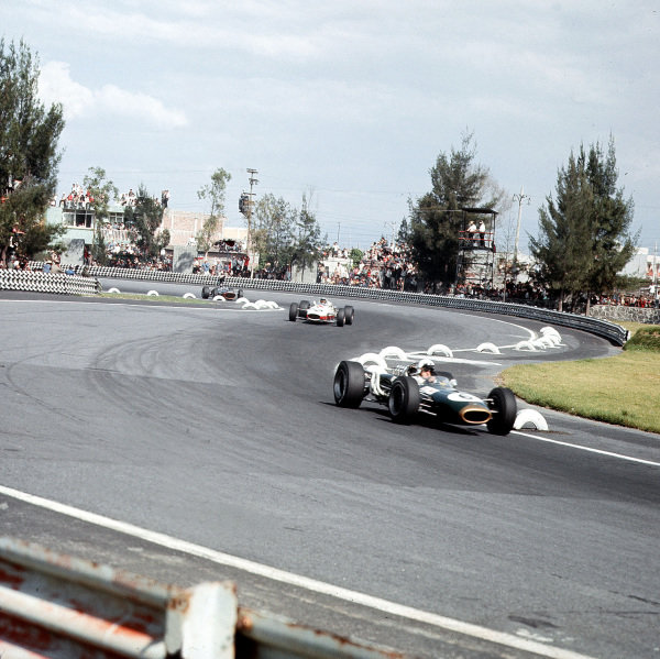 Mexico City, Mexico.21-23 October 1966.Denny Hulme (Brabham BT20 Repco) leads Richie Ginther (Honda RA273). They finished in 3rd and 4th positions respectively.Ref-3/2381A.World Copyright - LAT Photographic